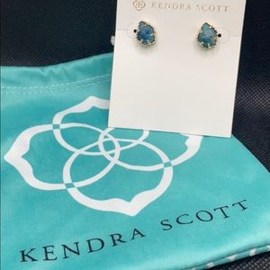 🌟NWT Kendra Scott Tessa earrings in green